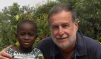 Antonio Benedini con una bimba del Togo